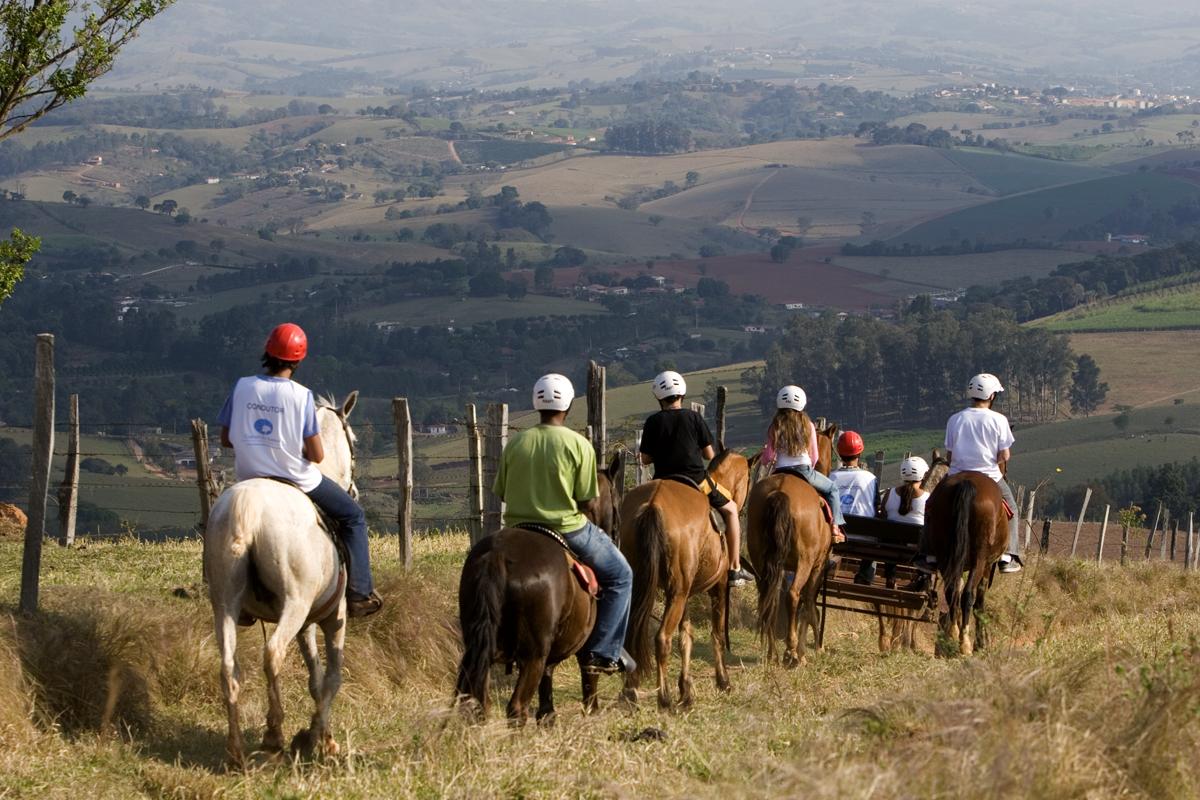 A Cavalgada é uma excelente opção de lazer e integração com a natureza.