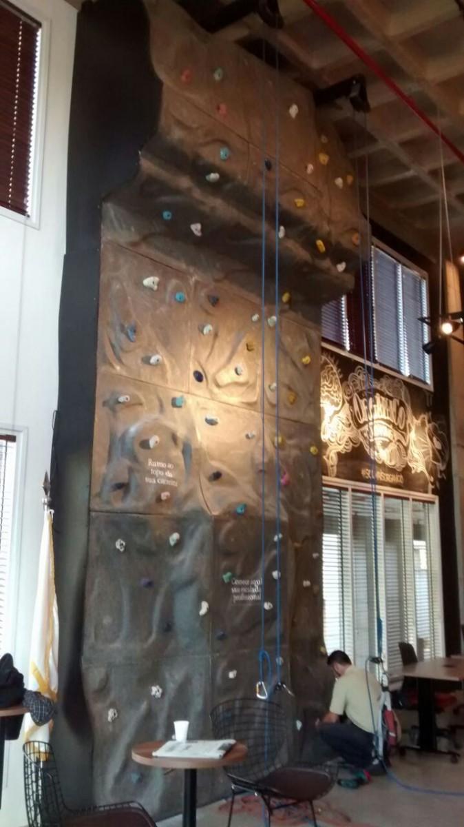 Muro de escalada indoor: Editora VERO - Alphaville