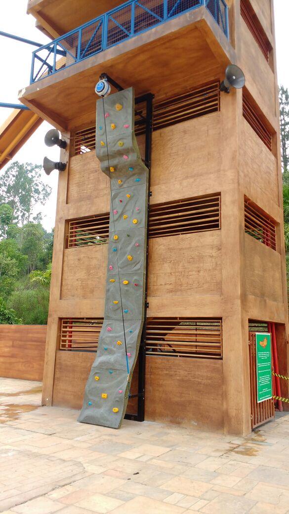 Muro de escalada outdoor: Parque Magic City