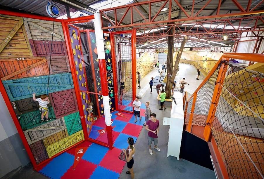 Muro de escalada indoor: Casa de Pedra Moema